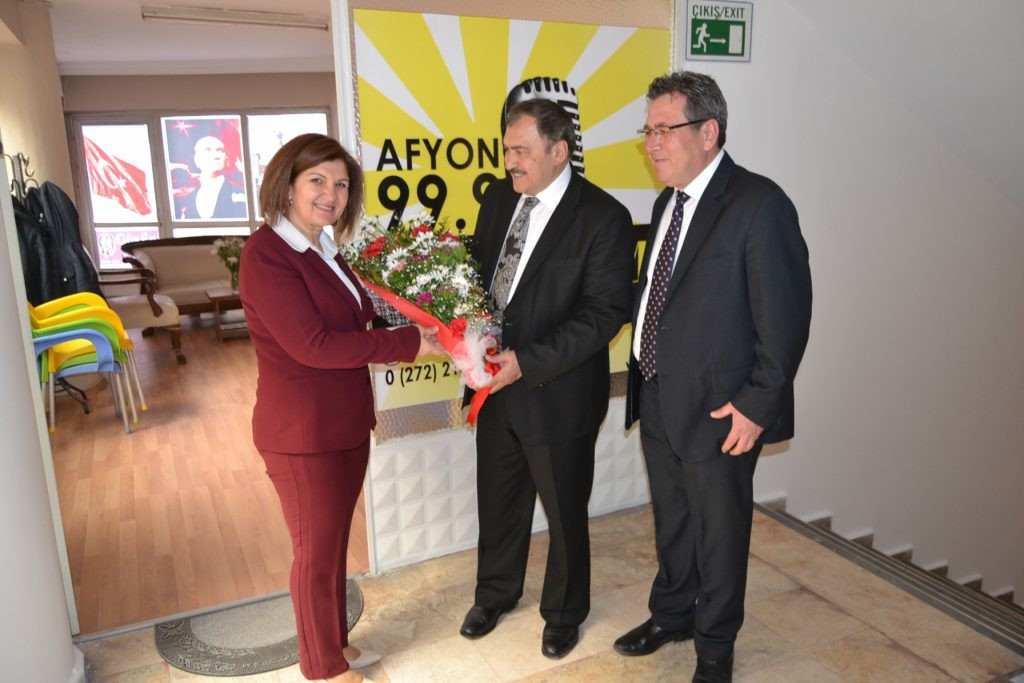 Bakan Eroğlu:  'Hizmet ve yatırımlara Evet'