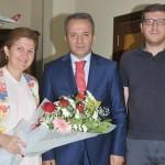 Vali Sn. Hakan Yusuf Güner'i, Yönetim Kurulu Başkanımız Fadime Akar ile Genel Yayın Yönetmenimiz Faruk Bangir makamında ziyaret ederek, hayırlı olsun temennisinde bulundu.