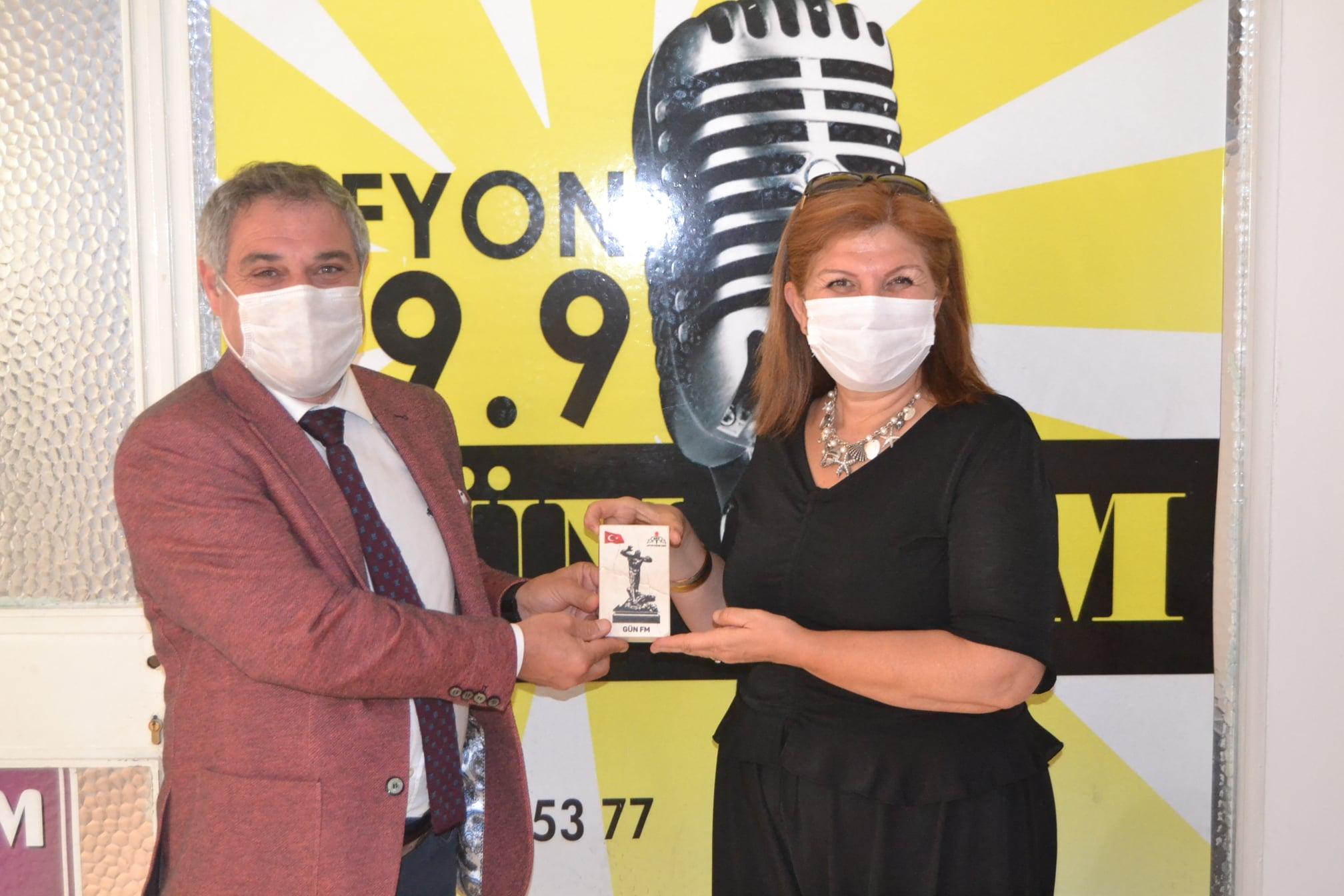 Diker'den Gün FM'e plaket