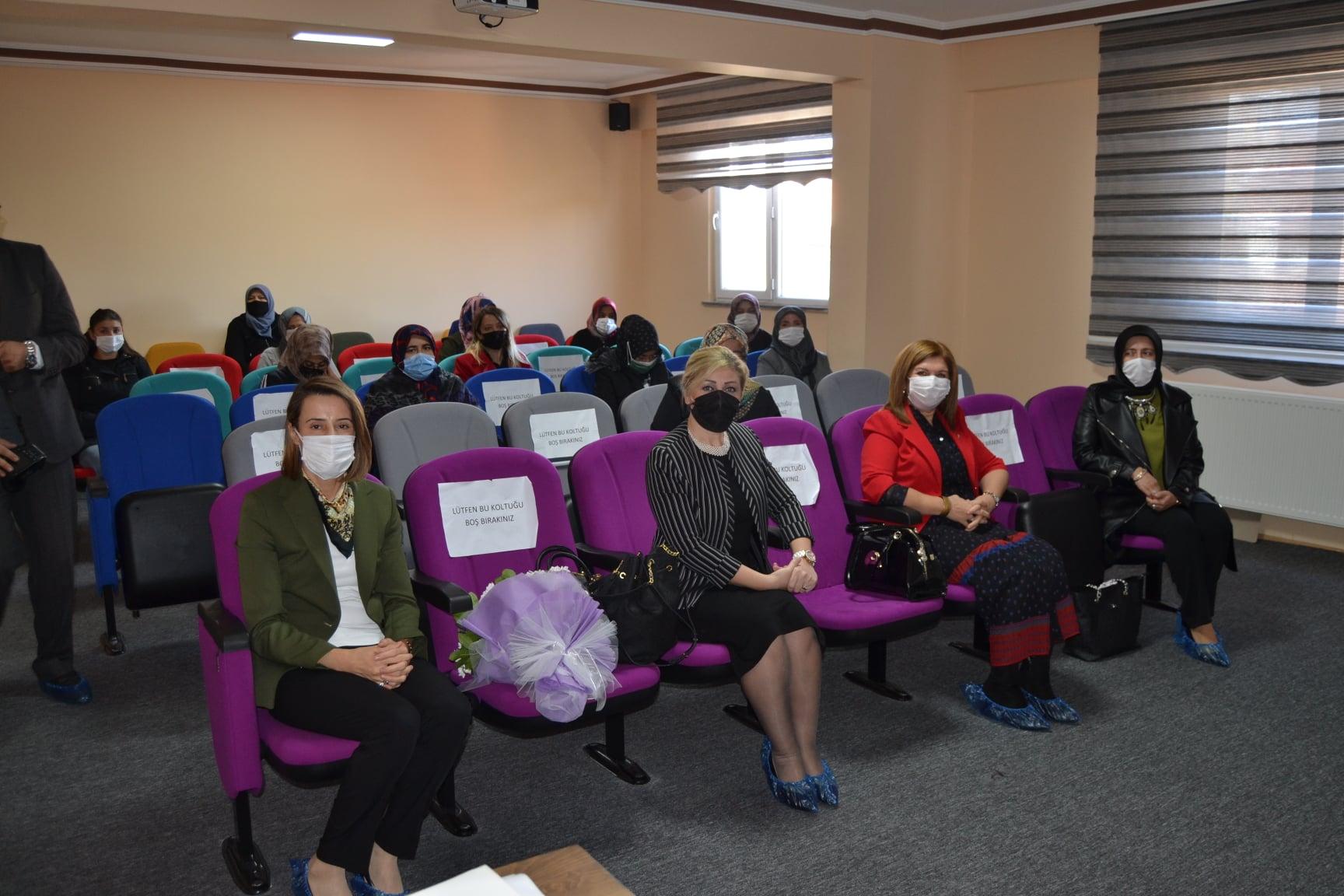 Şuhut Kadın Kültür Evi'nde faydalı etkinlik
