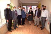 Başkan Zeybek Gün FM'i ziyaret etti